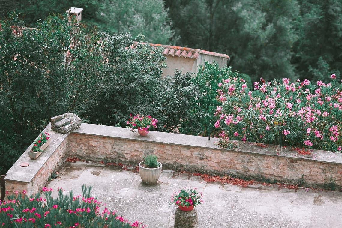 a mediterran rooftop garden